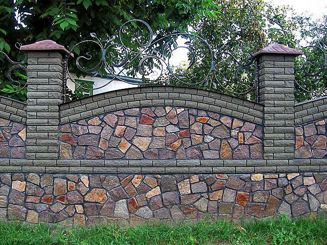 Долговечные заборы и ограды из камня